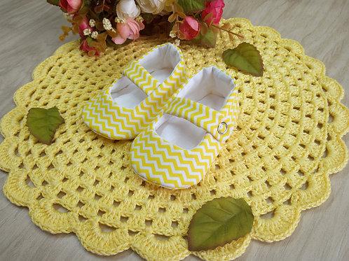 Sapatinho de Bebê Chevron Amarelo