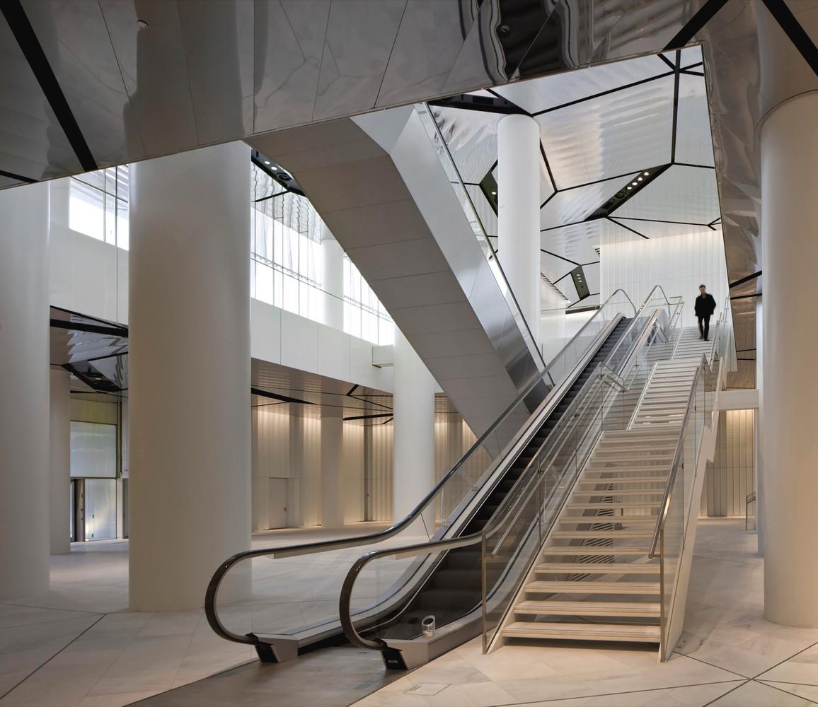 Isozaki Towwer - Foto Hall inside  - Cre