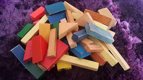 1.4kg of retro blocks