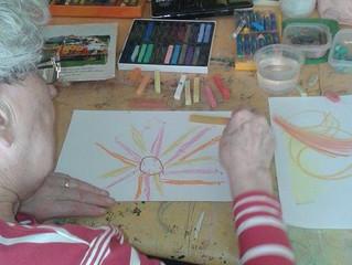 L'art-thérapie à domicile pour les personnes âgées isolées?