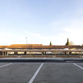 Parking aérien et ses abords paysagers