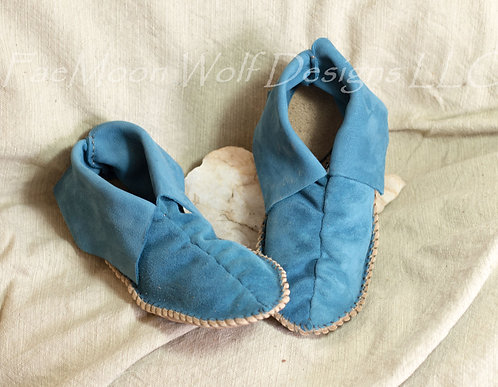 Moccasins, Hand Sewn Ready to Ship Center Seam Moccs Kid's Size 2