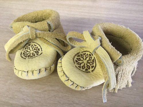 Handmade Newborn Baby Moccasins, Fringed Infant Moccs, Ready to Ship