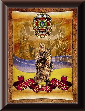 Деревянная плакетка НГУ с нагрудным знаком