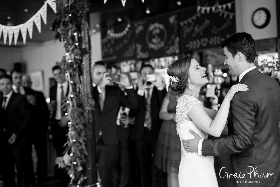 The Easton Pub wedding reception, Clerkenwell, London. Images by Grace Pham Photography 04
