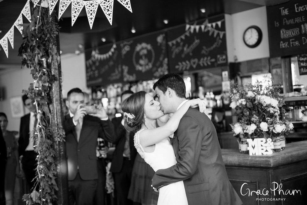 The Easton Pub wedding reception, Clerkenwell, London. Images by Grace Pham Photography 05