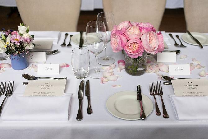 wedding table setting at de montfort suite