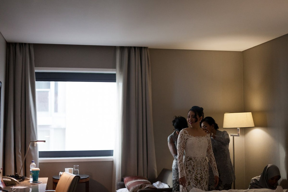 Wedding Prep at Crowne Plaza Docklands by Grace Pham Photography