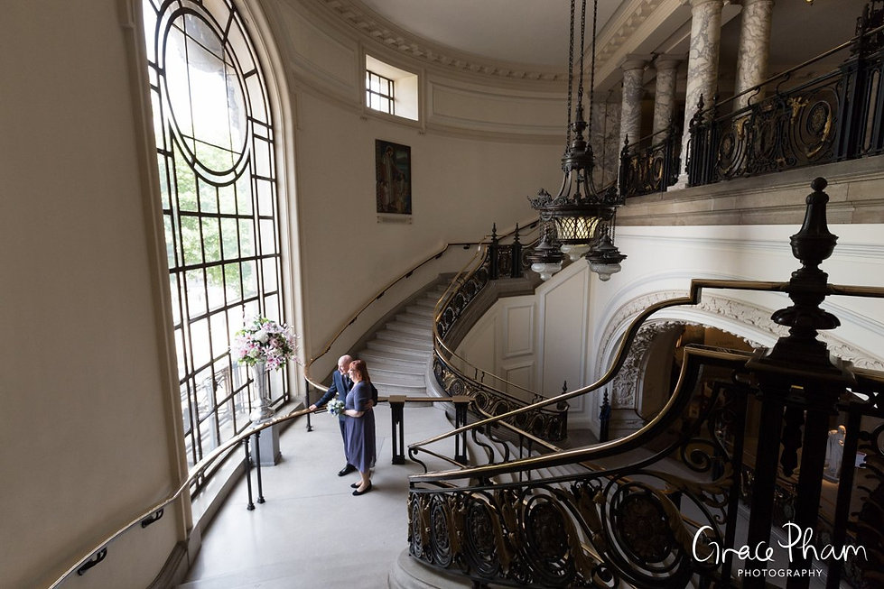 Methodist Central Hall, Westminster Wedding. Photos at the grand hall staircase 01