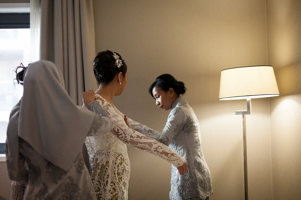 Wedding Prep at Crowne Plaza Docklands by Grace Pham Photography 01