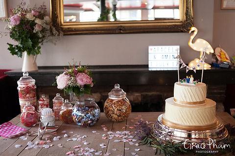 The Easton Pub wedding reception, Clerkenwell, London. Images by Grace Pham Photography 03