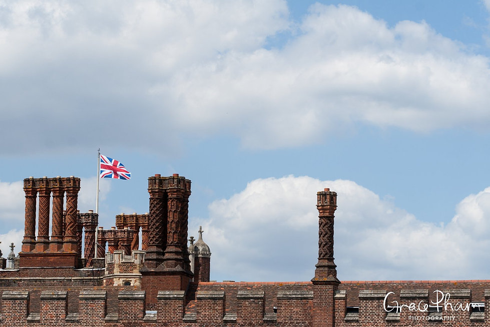 Hampton Court Palace Wedding Venue in Summer by Surrey Wedding Photographer 06