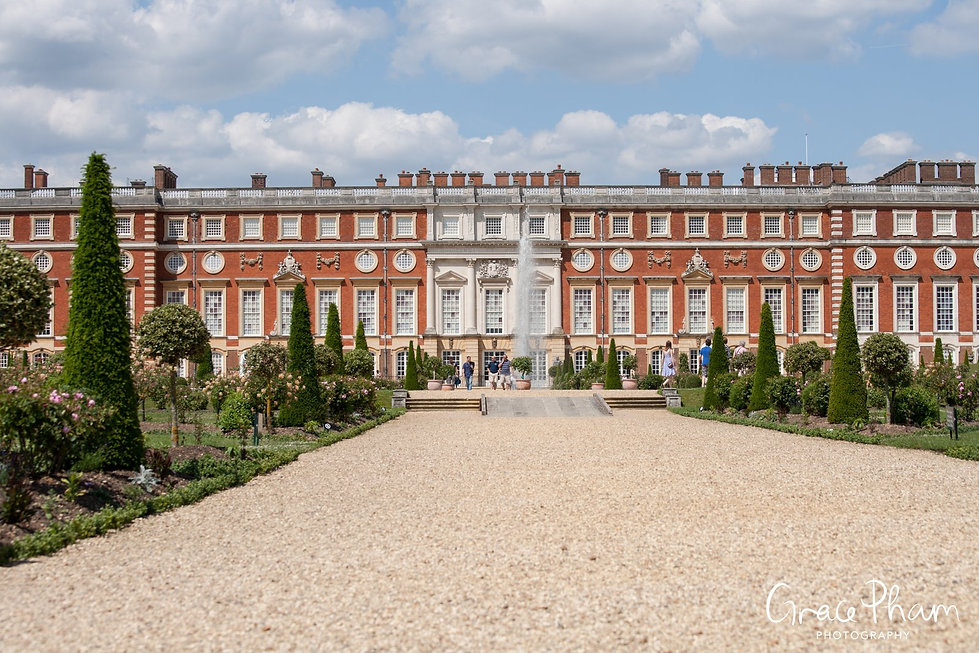Hampton Court Palace Wedding Venue in Summer by Surrey Wedding Photographer 01