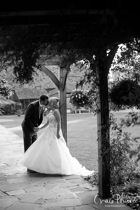 Cooling Castle Barn Wedding, by Kent Documentary Wedding Photographer 05
