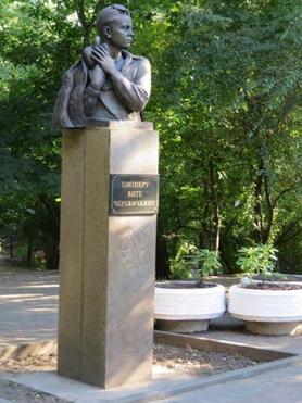 Памятник герою-пионеру Вите Черевичкину