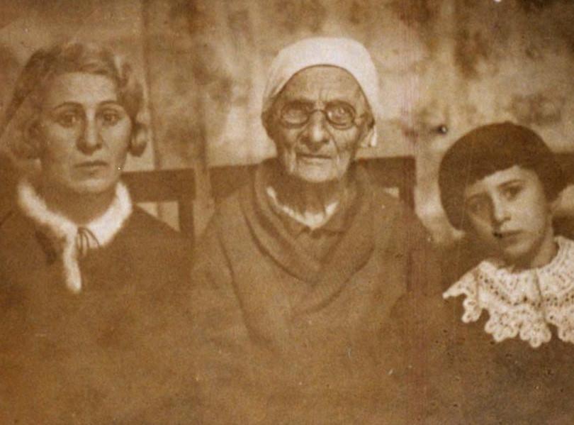 Рабинович София с мамой и дочерью Лилей.