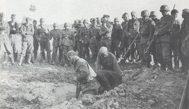 Военнопленные копают могилы