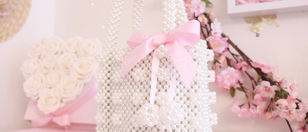 D Pearl bag with pompoms