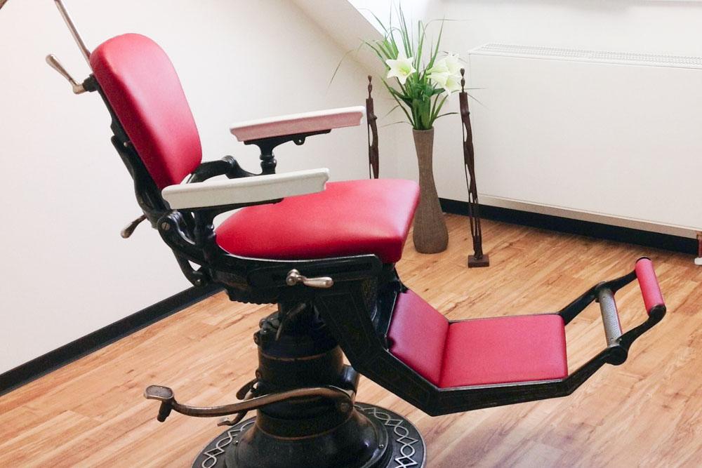 Stuhl-Zahnkeramische Werkstatt.jpg