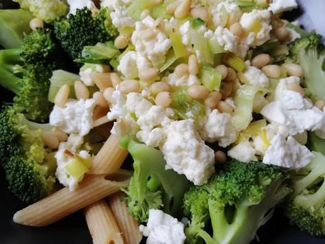 Pasta ar brokoļiem, kazas sieru un biezpienu