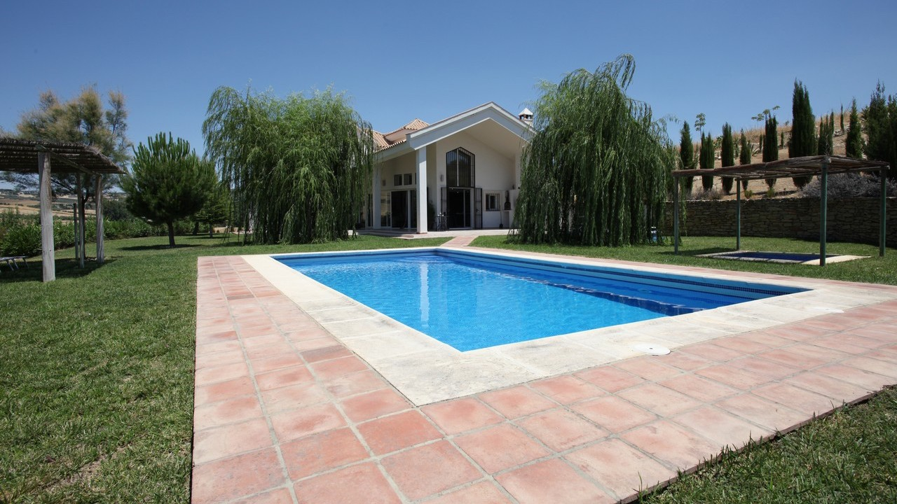 villa-and-large-pool