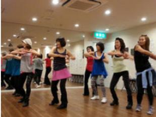 ダンススタジオでのダンス教室の様子です。