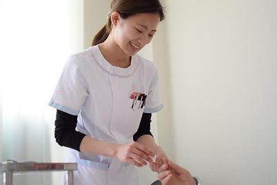 求人情報にある写真、花畑病院で勉強しながら正看護師になったナースの様子