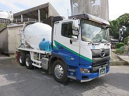 福岡市西区にある飯盛運輸のミキサー車の画像です。