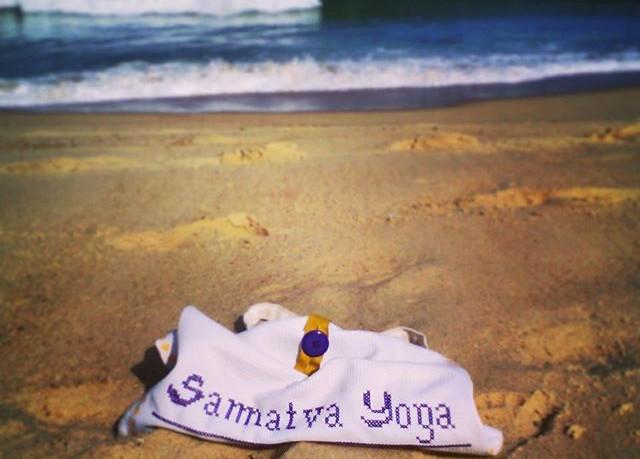 Morning yoga at #vieuxboucau beach snipe