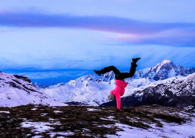 Equilibre face au Mont Blanc
