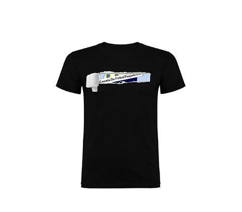 Camiseta Modelo Escudo