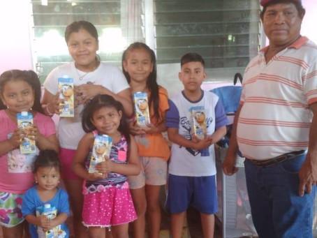 Donaciones de leche por Bonlac para Hogares en Panamá.