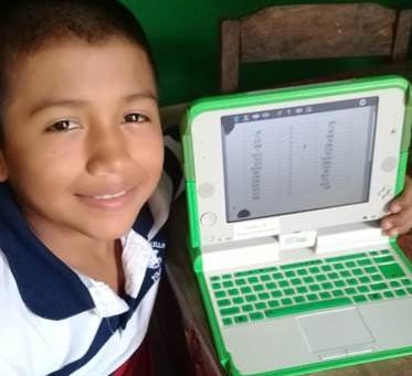 Hemos entregado 280 computadoras XO a estudiantes de 6 comunidades de Cañazas y Ñúrüm.