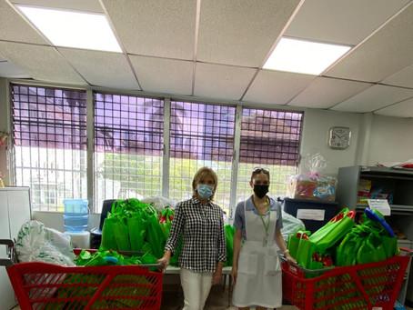 Entregamos al Hospital del Niño, 100 kits de estimulación temprana.