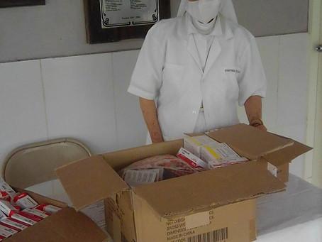 Entrega de medicamentos y leches a la hermana Flor del Centro Misionero Virgen de Guadalupe