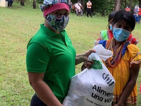 𝟏𝟎𝟎𝟎 bolsas de alimentos para familias afectadas por la pandemia.
