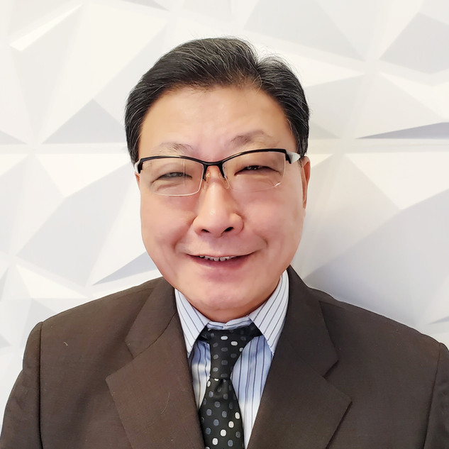 Patrick Lam 首席執行官  - 擁有35年財富管理及營銷經驗 - 曾在財富500強(加鼎銀行集團)擔任執行董事