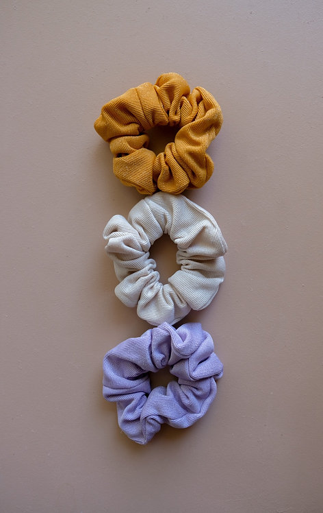 STUCK IN THE SNOW SCRUNCHIES ( 3 COLORS)