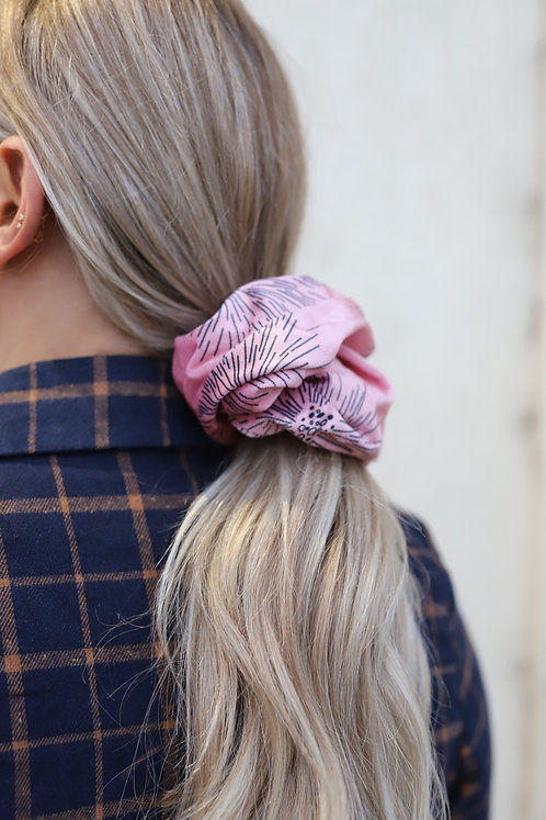KAXI IN THE WILD OVER SIZE SCRUNCHIE