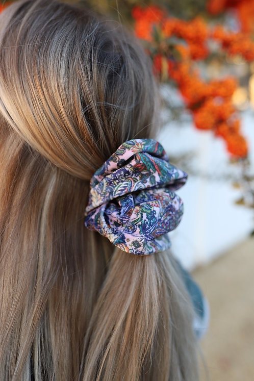 JESSI BELL OVER SIZED SCRUNCHIE
