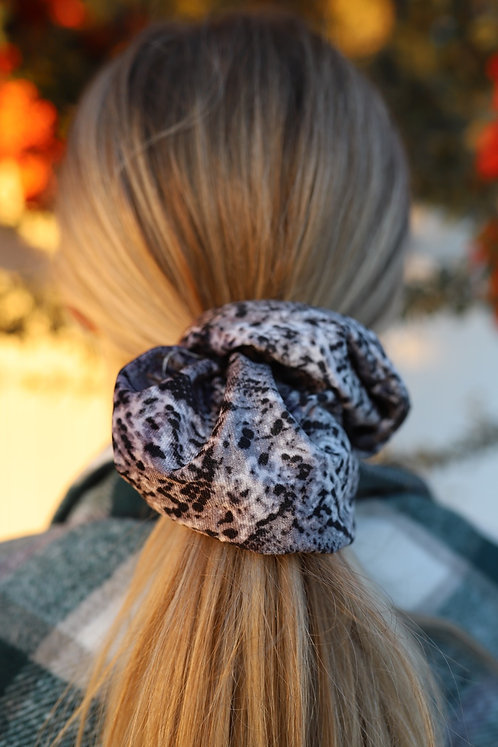 ASH OVER SIZED SCRUNCHIE