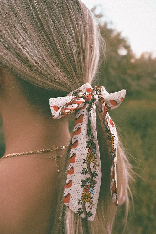 SUN GOING DOWN EARLY SCRUNCHIE BOWS ( 2 COLORS )