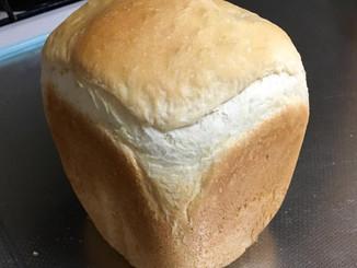 パン焼き器で朝パン