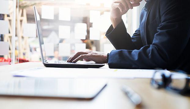 businessman-working-analysis-business-in