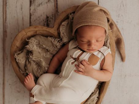 Sun Prairie WI Studio Newborn Session   new parents and the cutest newborn