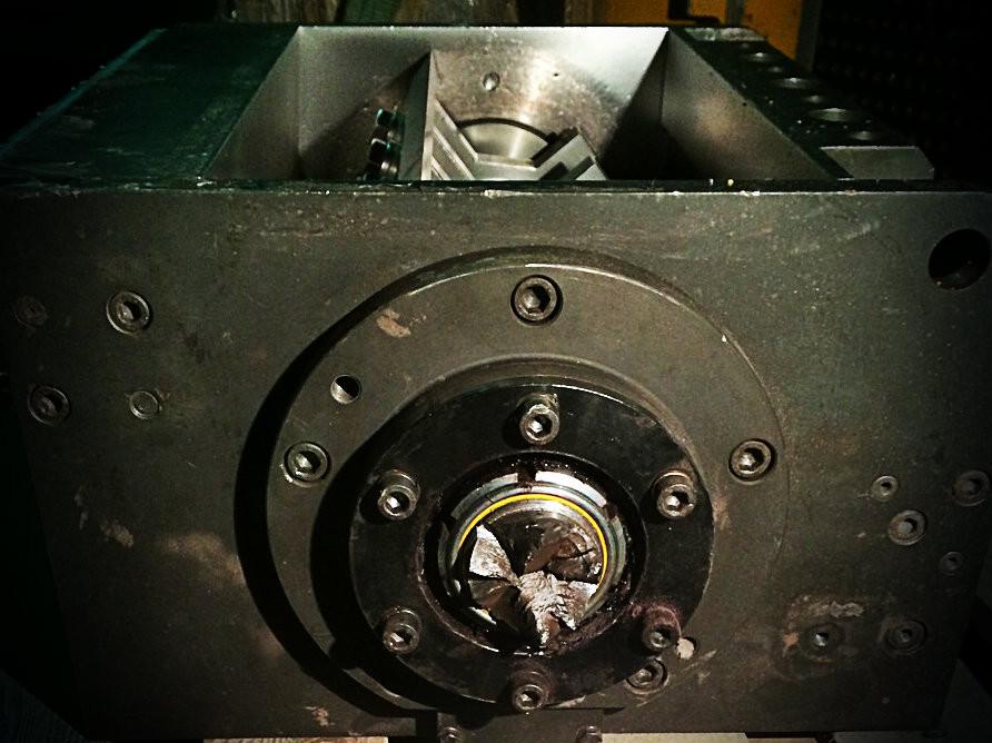 проводим демонтаж ротора дробилки из корпуса