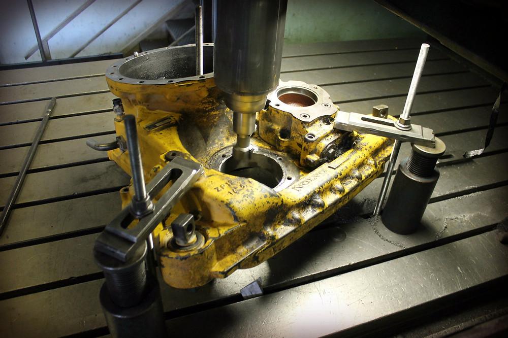 Восстановление посадочного места под подшипник в чугунном корпусе раздаточной коробки VOLVO