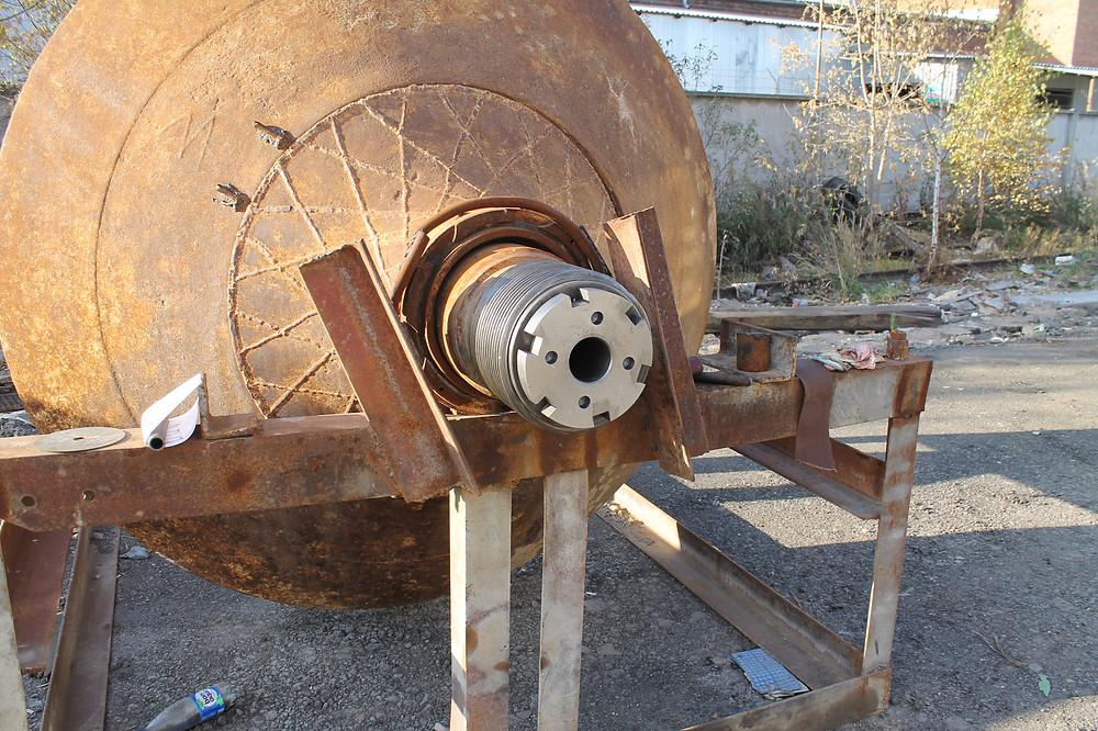 Установка конуса дробилки на станину