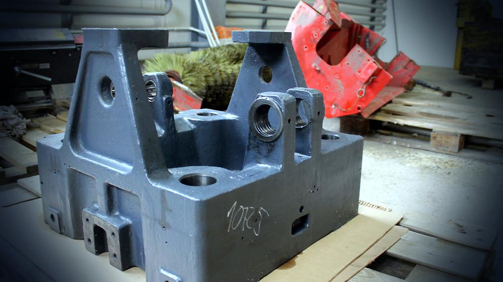 Неподвижная плита термопластавтомата до ремонта
