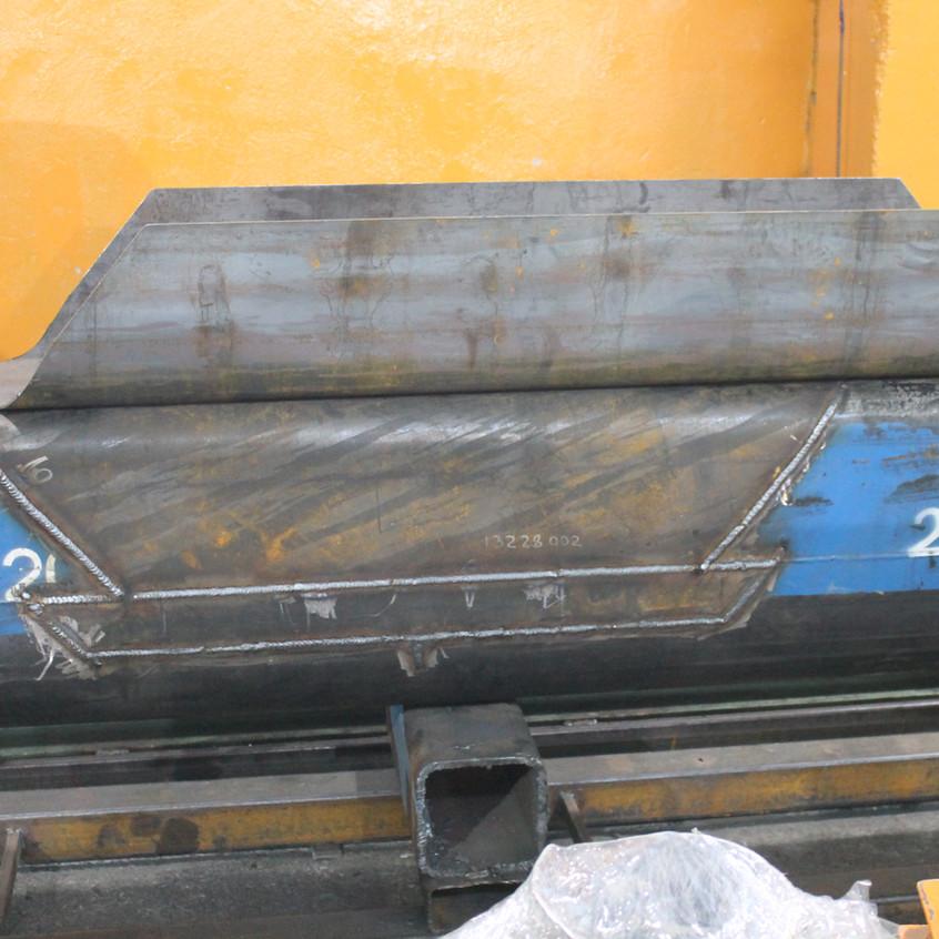 Один из ремонтных элементов приварен